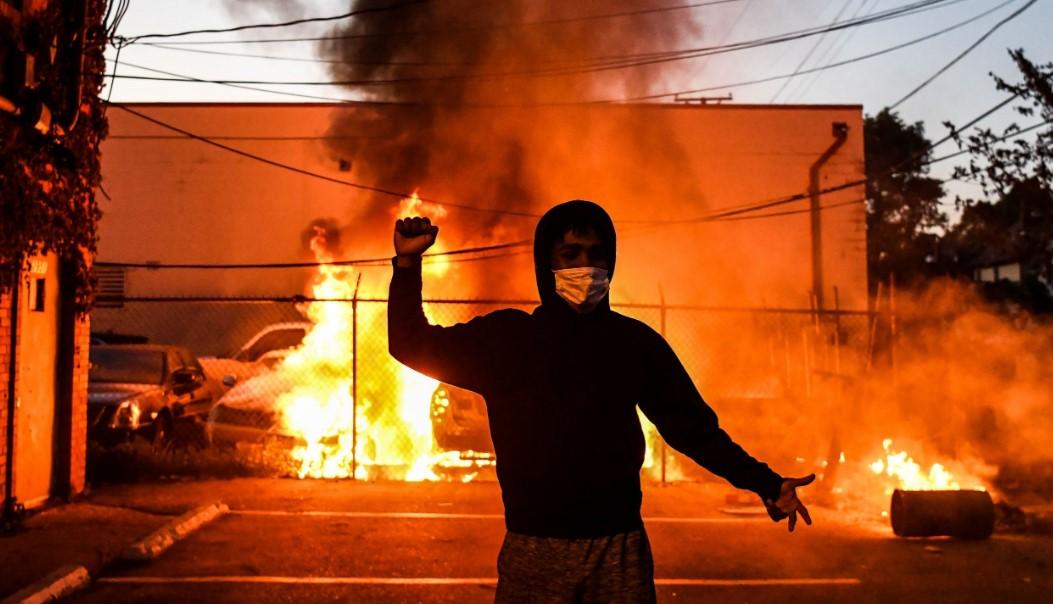 Δολοφονία Τζορτζ Φλόιντ: Ξεχειλίζει η οργή - Κλιμακώνονται και ...