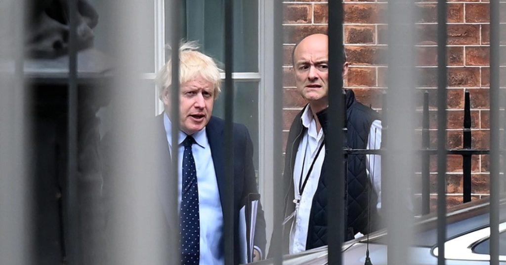 Αυξάνεται σήμερα η πίεση που δέχεται ο βρετανός πρωθυπουργός Μπόρις Τζόνσον για να παύσει τον στενότερο συνεργάτη του, τον Ντόμινικ Κάμινγκς