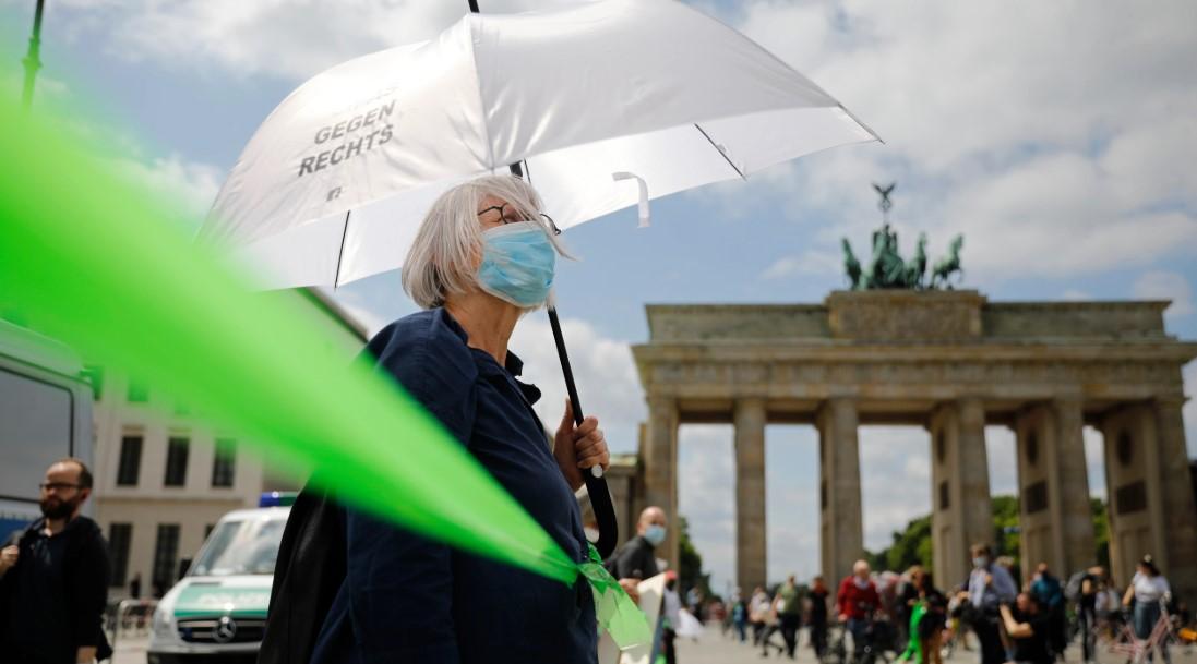 Βερολίνο: Ανθρώπινη αλυσίδα κατά του ρατσισμού(vid)
