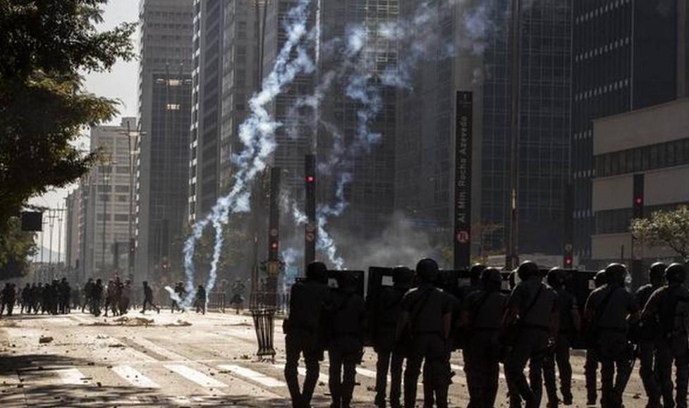 Βραζιλία: Συγκρούσεις ανάμεσα στους συμμετέχοντες σε κινητοποίηση εναντίον του φασισμού και οπαδών του Μπολσονάρου