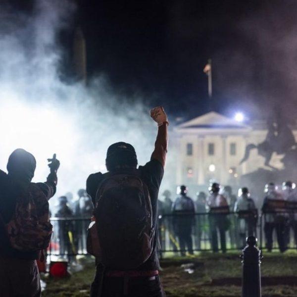 Δολοφονία Φλόιντ: Τουλάχιστον πέντε αστυνομικοί τραυματίστηκαν από σφαίρες στις διαδηλώσεις