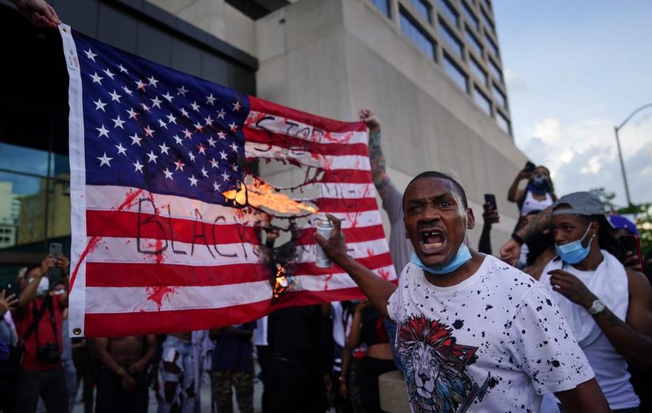 FT: Η Αμερική αντιμετωπίζει το φάσμα ενός καλοκαιριού μεγάλης αναταραχής