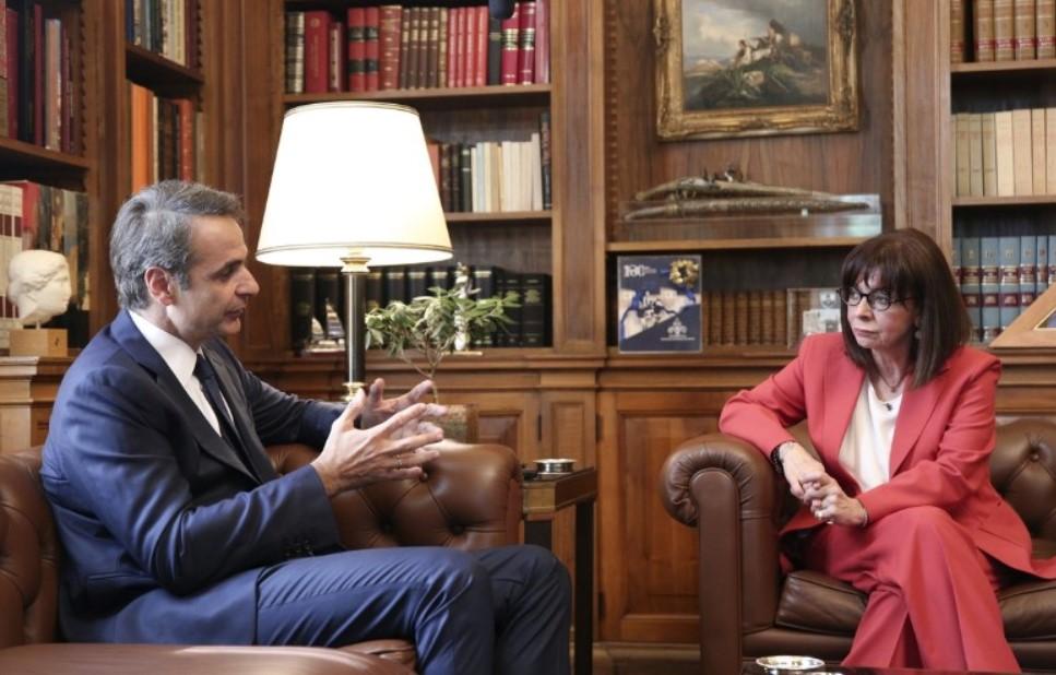 Μητσοτάκης - Σακελλαροπούλου: Θα αντιμετωπίσουμε τις προκλήσεις της Τουρκίας