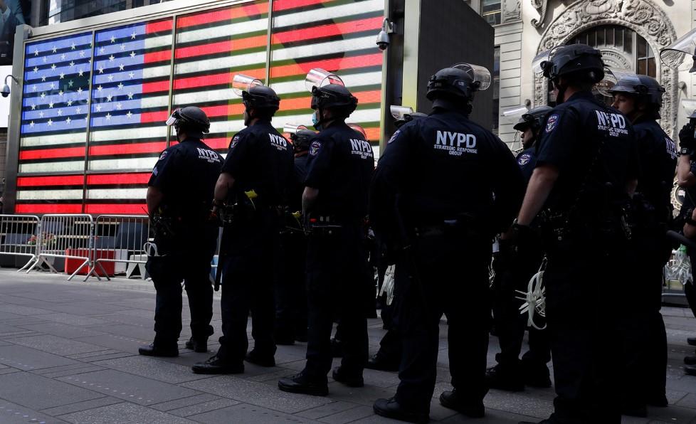 Δολοφονία Φλόιντ: Η απαγόρευση κυκλοφορίας στη Νέα Υόρκη θα παραταθεί μέχρι την Κυριακή