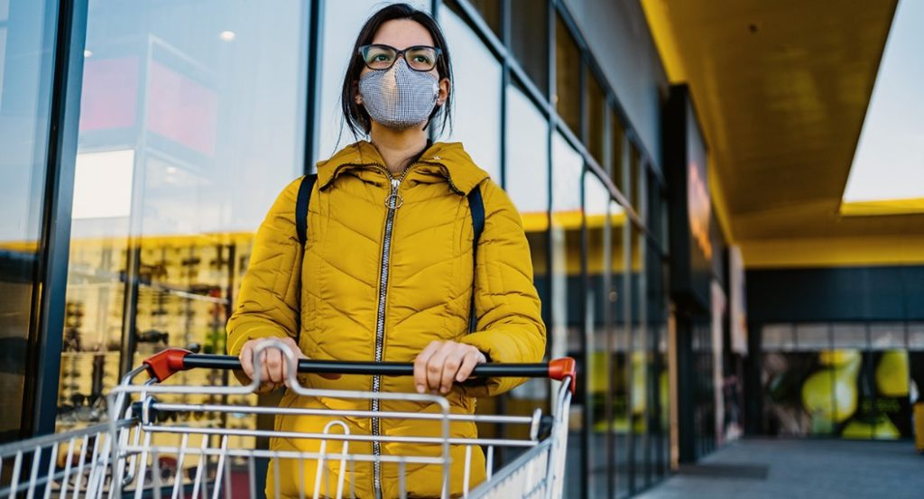 Covid-19: Ο ΠΟΥ συνιστά τη χρήση μάσκας σε δημόσιους χώρους