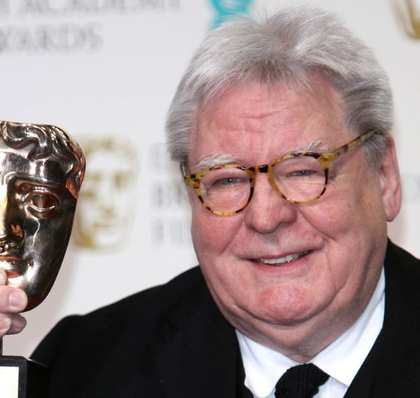 Πέθανε ο Βρετανός σκηνοθέτης Άλαν Πάρκερ