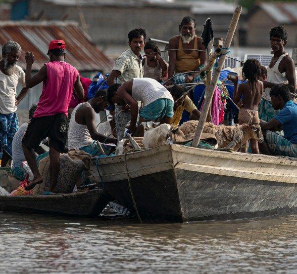 Ινδία: Στους 84 οι νεκροί και εκατομμύρια οι εκτοπισμένοι από τις πλημμύρες