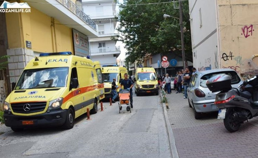 Επίθεση με τσεκούρι στη ΔΟΥ Κοζάνης: Σε σοβαρή κατάσταση οι τρεις από τους τέσσερις τραυματίες