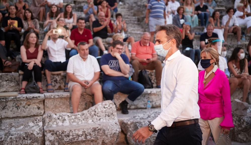 ΣΥΡΙΖΑ: Γιατί δεν απαντά ο Μητσοτάκης αν δέσμευσε τρία ελικόπτερα για τις διακοπές του;