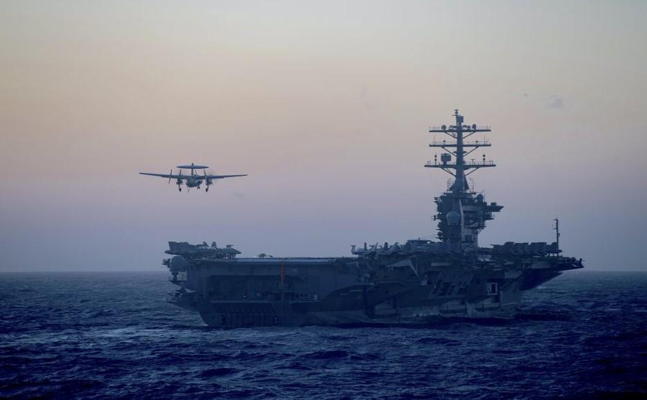 Δύο αμερικανικά αεροπλανοφόρα στη Νότια Σινική Θάλασσα κατά τη διάρκεια κινεζικών στρατιωτικών ασκήσεων