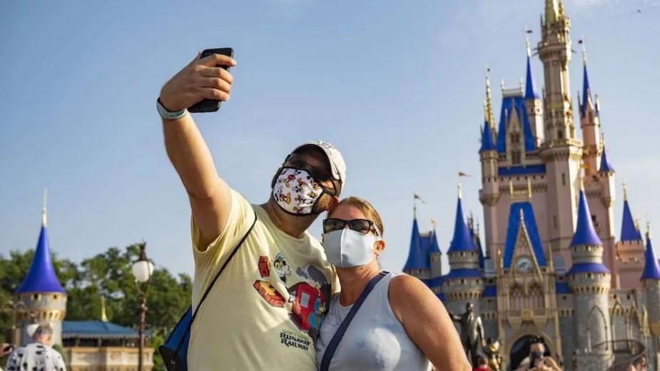 Παρίσι: Με μάσκες και μέτρα τήρησης αποστάσεων άνοιξε η Disneyland