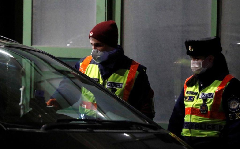 Η Ουγγαρία σφραγίζει τα σύνορά της για το μεγαλύτερο μέρος του πλανήτη
