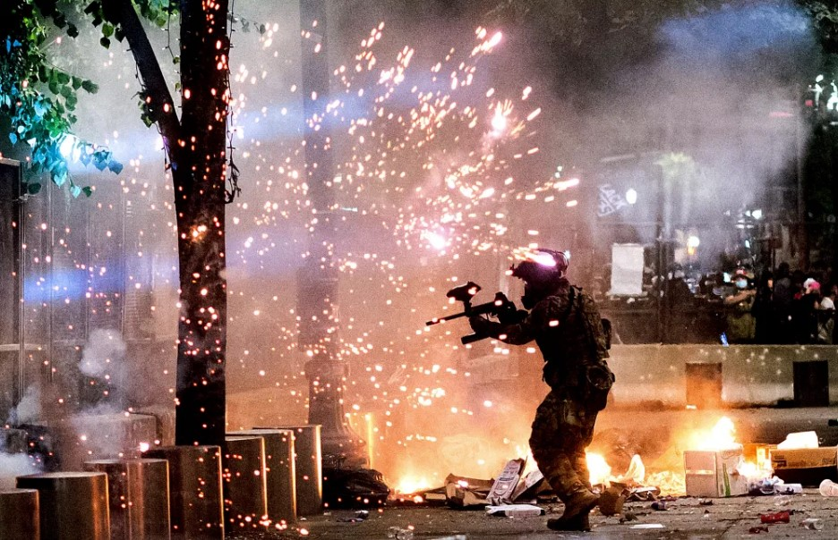 ΗΠΑ: Απαγγέλθηκαν κατηγορίες εναντίον 18 διαδηλωτών στο Πόρτλαντ