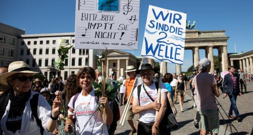 Βερολίνο: Αντιεμβολιαστές, ακροδεξιοί και συνωμοσιολόγοι αντιτίθενται στα μέτρα
