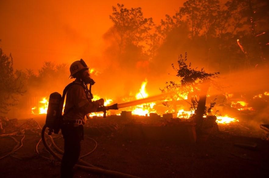 Καλιφόρνια: Τεράστια πυρκαγιά - Απομακρύνθηκαν εκατοντάδες κάτοικοι από τα σπίτια τους