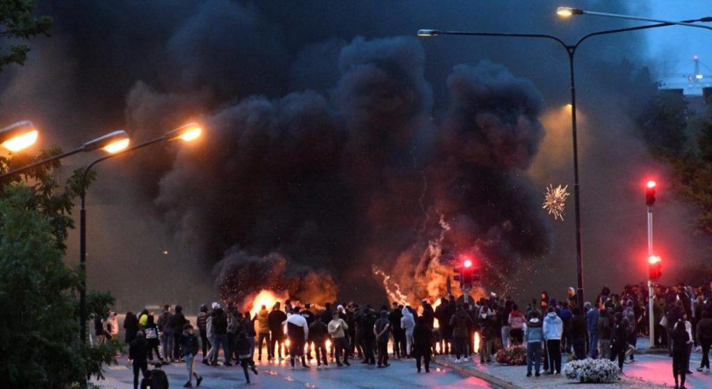 Σουηδία: Σοβαρά επεισόδια στο Μάλμο ύστερα από σειρά ισλαμοφοβικών ενεργειών