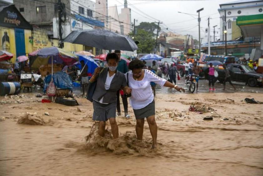 Η τροπική καταιγίδα Λάουρα πλήττει την Κούβα