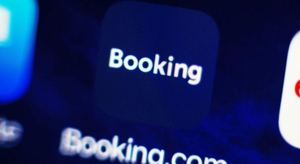 Η Booking.com θα απολύσει το ένα τέταρτο του προσωπικού της