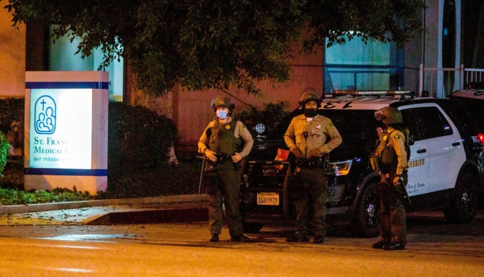 Λος Άντζελες: Σε κρίσιμη κατάσταση οι δύο αστυνομικοί που έπεσαν θύματα ενέδρας