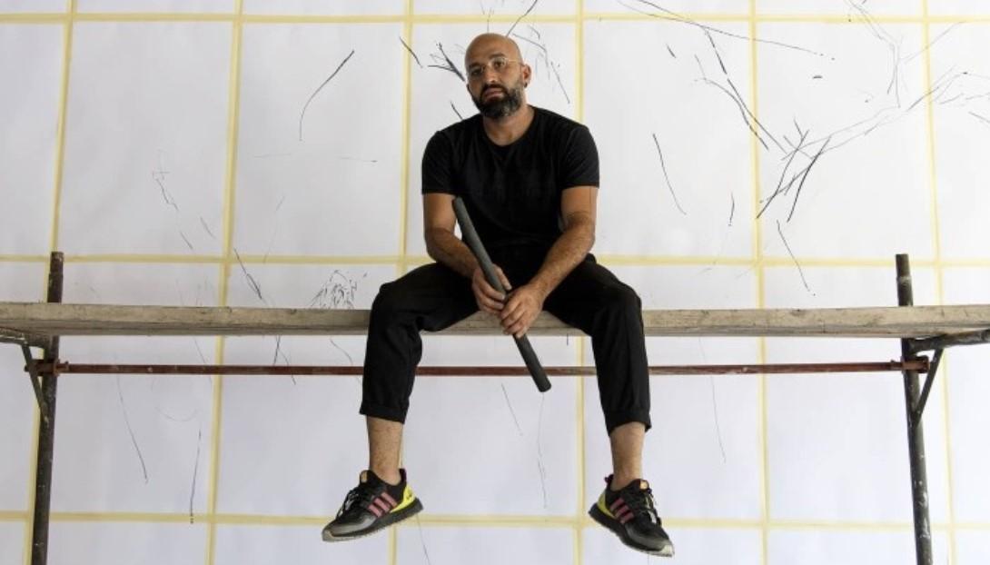 Λιβανέζος καλλιτέχνης ζωγραφίζει δέντρα για την ανοικοδόμηση της Βηρυτού