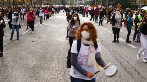 σπανία Γιατροί και νοσηλευτές διαδήλωσαν κατά των περικοπών στον τομέα της Υγείας