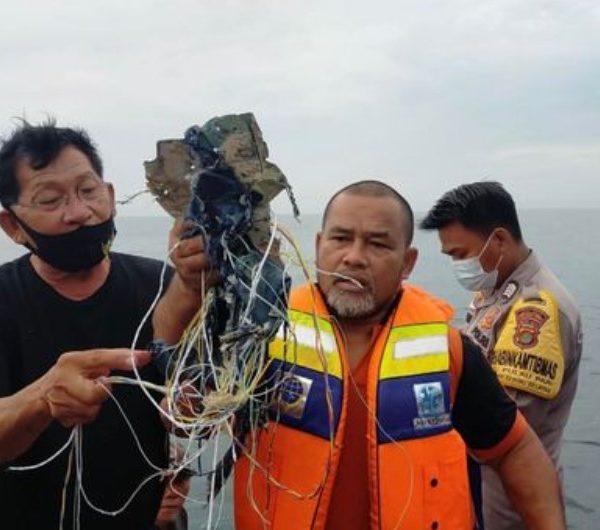 συντρίμμια από το αεροσκάφος στην Ινδονησία
