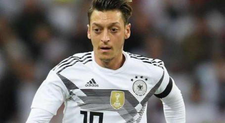 Ο Οζίλ αποσύρεται από την ενθική Γερμανίας