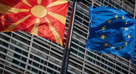EE: Λύση διαφυγής από το βέτο Μακρόν για ένταξη της Β. Μακεδονίας επιζητεί η Κομισιόν