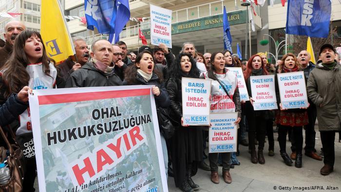 """«Κοινωνικός θάνατος» οι μαζικές """"πολιτικές"""" απολύσεις στην Τουρκία"""