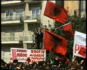 Τη 10η επέτειο ανεξαρτησίας του Κοσόβου με πλαστές φωτογραφίες από την Αθήνα γιόρτασε αλβανική ιστοσελίδα