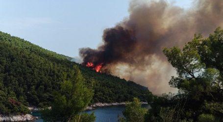 Yπό έλεγχο η μεγάλη φωτιά στη Σκόπελο – Συνεχίζεται η μάχη με τις φλόγες