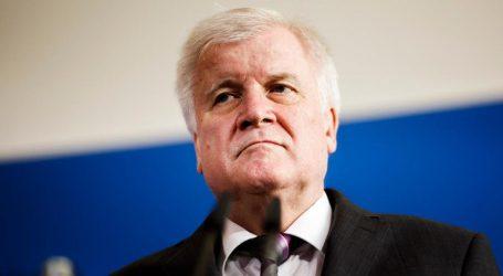 Γερμανία: Κλονίζεται η Μέρκελ για το προσφυγικό – Ο άσπονδος σύμμαχός της που φλερτάρει με την ακροδεξιά