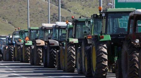 Λάρισα: Κλειστή και στα δύο ρεύματα η εθνική οδός Αθηνών-Θεσσαλονίκης – Μπλόκο αγροτών από τη Θεσσαλία