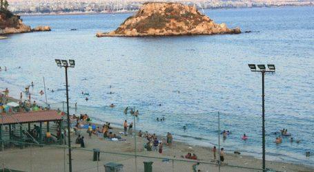 """Ολοκληρωτικά έχει αρθεί η απαγόρευση κολύμβησης σε όλες τις θαλάσσιες περιοχές που είχαν ρυπανθεί από το """"Αγία Ζώνη ΙΙ"""""""
