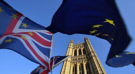 Brexit: Συμφωνία «μεταξύ ίσων» θα επιδιώξει η Βρετανία με την ΕΕ για το εμπόριο