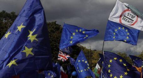 Τζόνσον: Αποδεχόμαστε την «ανεπιθύμητη» και «καταστροφική» νέα παράταση του Brexit