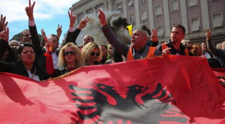 Η Αλβανία σε βαθιά πολιτική κρίση