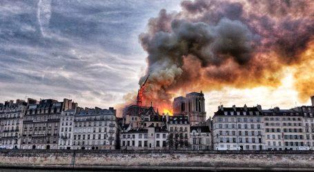 Η Ευρώπη θρηνεί για τη Νοτρ Νταμ – Συντετριμμένοι Γιούνκερ και η Μέρκελ