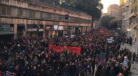 Ιταλία: Τριάντα χιλιάδες άνθρωποι στην αντιρατσιστική πορεία της Ματσεράτα (vids & pics)