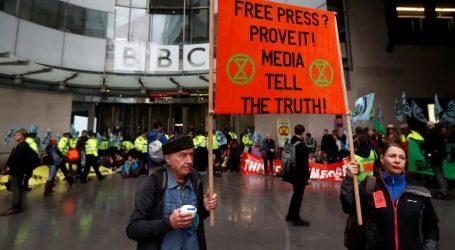 Λονδίνο: Ακτιβιστές για το κλίμα της Extinction Rebellion απέκλεισαν τα γραφεία του BBC