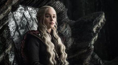 «Game of Thrones»: Η Εμίλια Κλαρκ αποκαλύπτει το μυστικό στη σκηνή με την κούπα του καφέ
