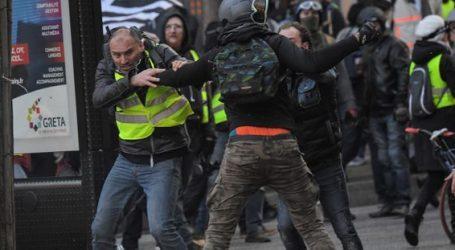 """Γαλλία: Η αντίδραση στην ασφαλιστική μεταρρύθμιση του Μακρόν έδωσε το φιλί της ζωής στα αποδυναμωμένα """"κίτρινα γιλέκα"""""""