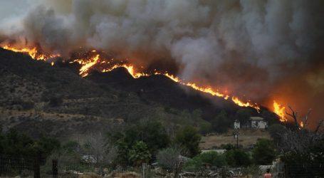 (VID) Καλιφόρνια: Συνεχίζουν ασταμάτητες το καταστροφικό έργο τους οι φλόγες – 8 νεκροί – Δοκιμάζονται οι ΗΠΑ με 100 πυρκαγιές