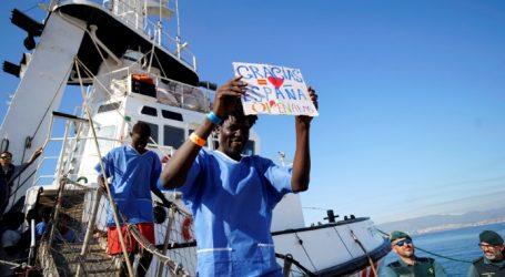 Το OpenArms με τους 311 μετανάστες ελλιμενίστηκε στην Αλχεθίρας της Ισπανίας