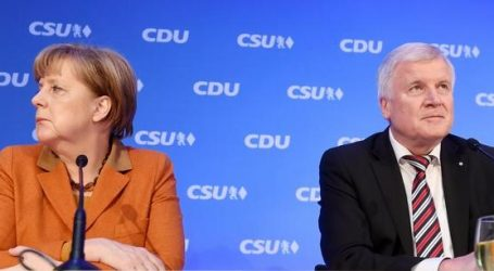 "(UPD) Γερμανία: Συμφωνία Μέρκελ-Ζεεχόφερ για ""ζώνες τράνζιτ"" στη Βαυαρία"