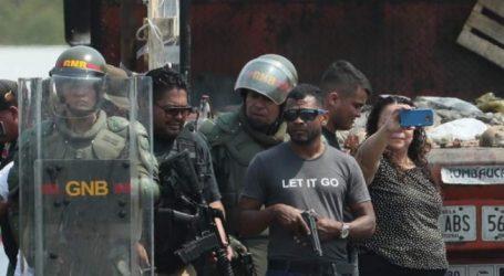 Παρατείνεται το αδιέξοδο στη Βενεζουέλα   Πομπέο: Το τέλος του Μαδούρο πλησιάζει   Αυτομόληση 100 στρατιωτικών ανακοίνωσε η Μπογκοτά