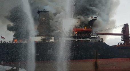 22 άνθρωποι εγκατέλειψαν το φλεγόμενο φορτηγό πλοίο Golden Ocean