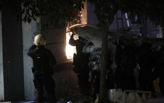 Οκτώ συλλήψεις ακόμη στο Κουκάκι