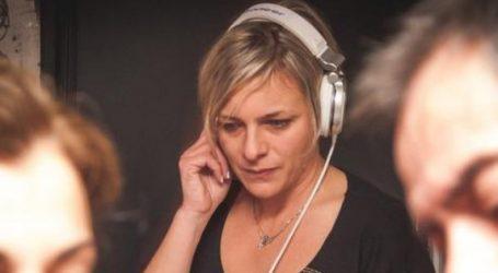 Παραιτήθηκε από το ραδιόφωνο της Athens Voice η Άννα Αναστασίου λόγω του ρατσιστικού σχολίου για τον θάνατο μετανάστριας – αποκλειστικής νοσοκόμας