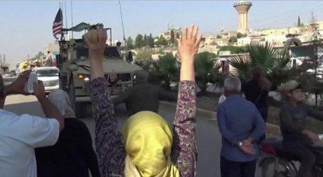 Εξευτελιστικός αποχαιρετισμός: Κούρδοι πετούν πατάτες στα αμερικανικά στρατεύματα που αποχωρούν από τη Συρία (vid)
